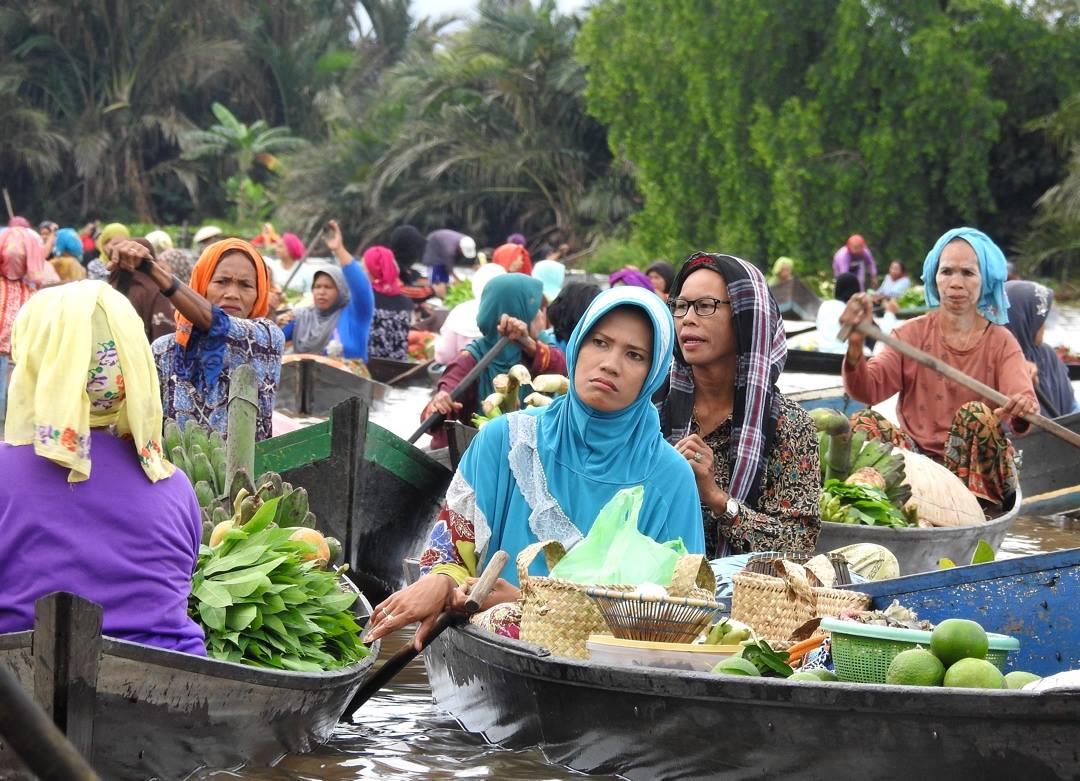 Un día en los mercados flotantes de Borneo
